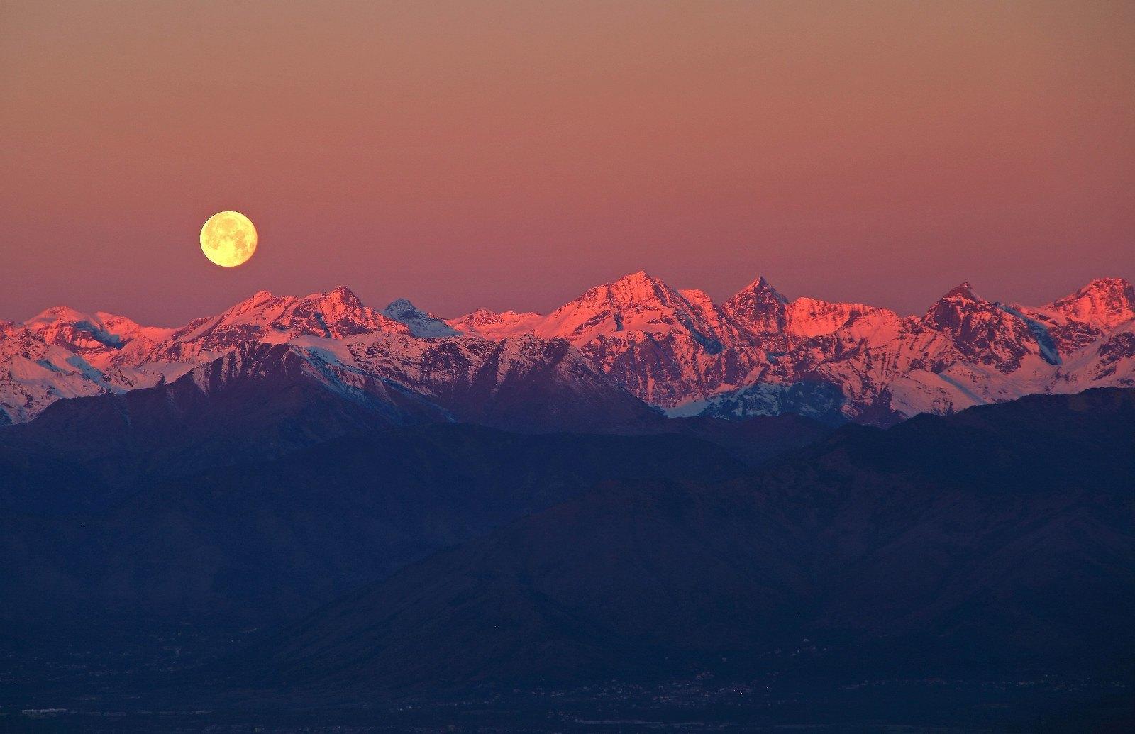 Stefano de Rosa / Lua cheia sobre os alpes